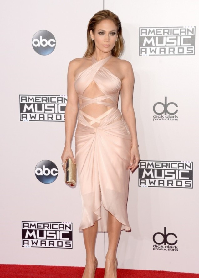 AMAs-2014-We-Need-to-Talk-About-Jennifer-Lopez-s-Ab-Baring-Dress-Photos-465757-6