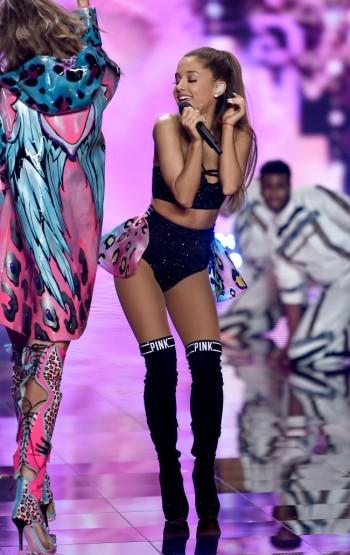 Ariana-Grande-victorias-secret-2-650x1031